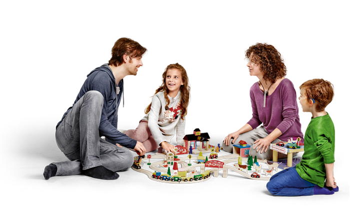 roger_livingroom_family_playing_700x500pix.png
