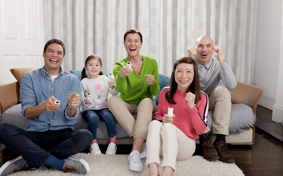 Phonak_Well_Hearing_is_Well_Being_happy_family_playing_video_game.jpg
