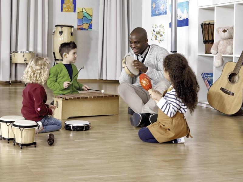 Pic Pediatric primary preschool music lesson Roger Touchscreen Mic Roger SoundField